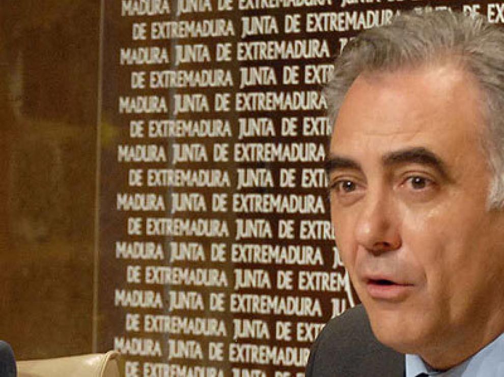 El consejero de Salud de Extremadura, Perianes