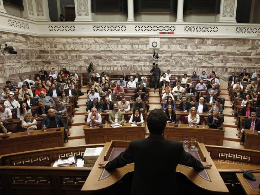 El lider de Syriza intenta formar gobierno en el Parlamento