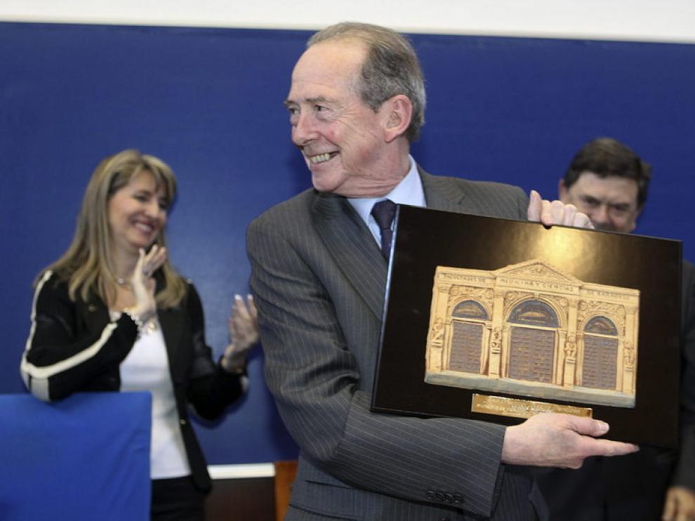 José Manuel Blecua recibiendo el homenaje de la Facultad de Ciencias