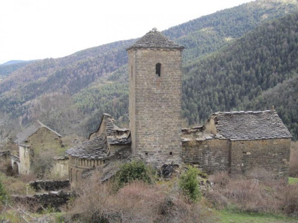 Imagen de la iglesa de San Miguel de Otal tomada este mes de mayo