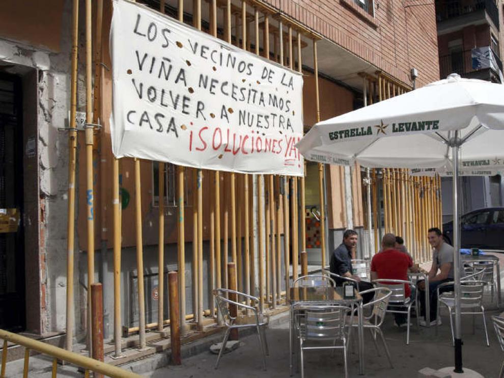 Los vecinos siguen pidiendo las ayudas un año después del terremoto