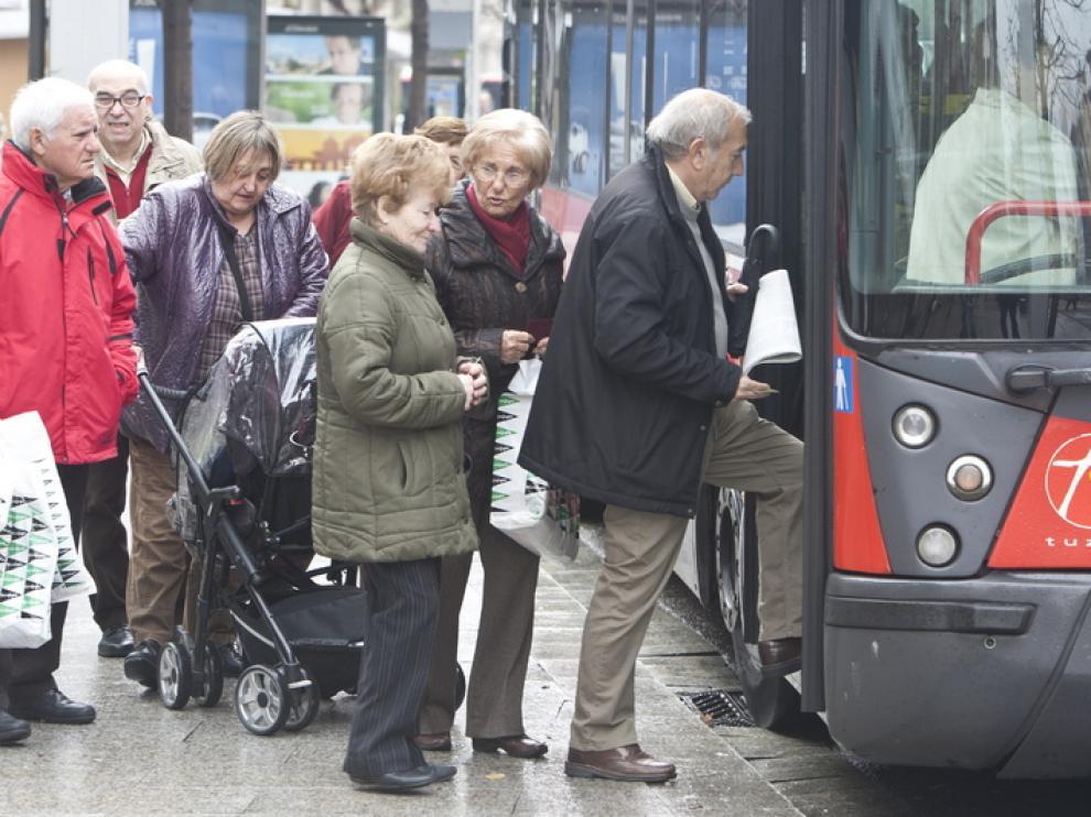 Usuarios de bus en Zaragoza