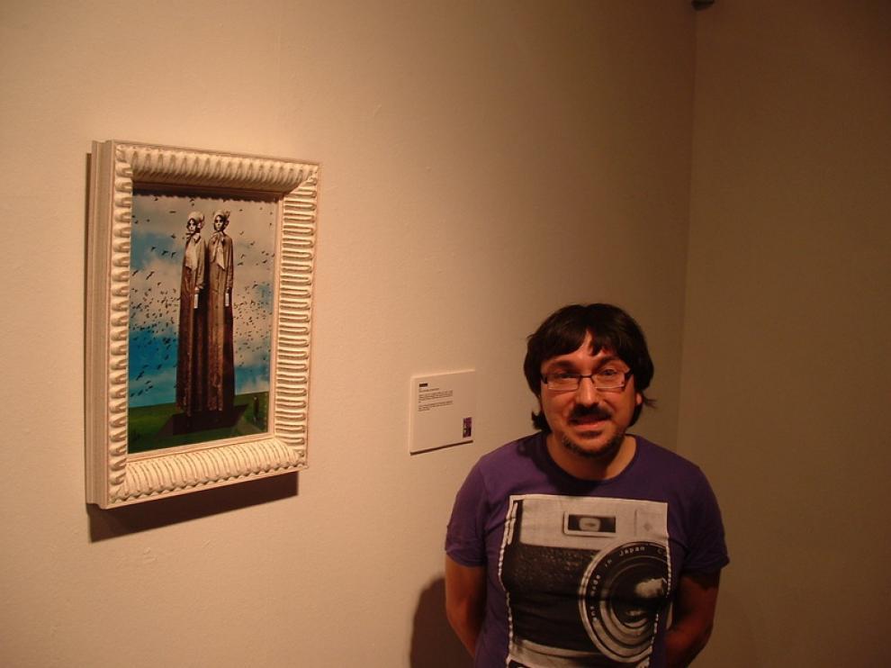 José Manuel Ubé junto a su obra 'Evoletah'