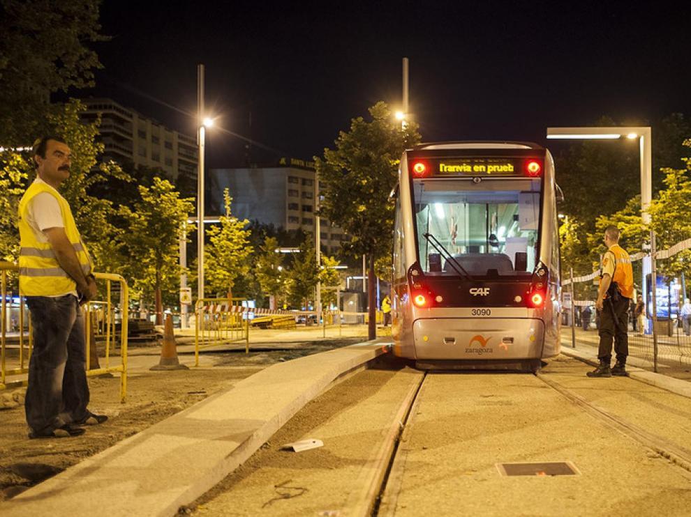 En la madrugada del sábado el tranvía dio sus primeros pasos hacia la segunda fase de su recorrido.
