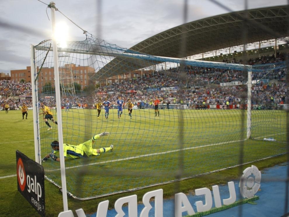 Apoño marca el primer gol del Real Zaragoza