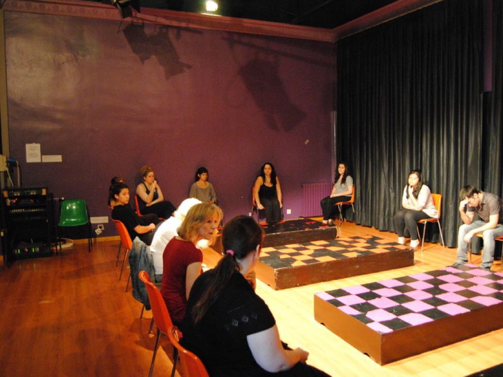Clase de interpretación en la Escuela Municipal de Teatro