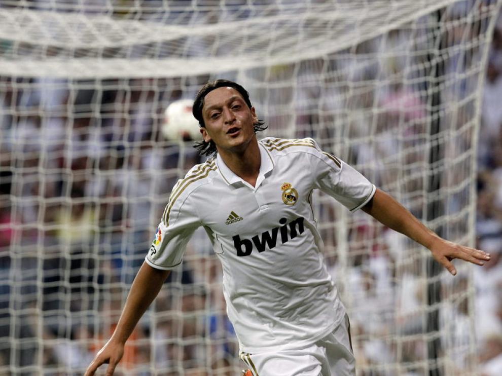 El centrocampista alemán del Real Madrid Mesut Özil celebra un gol ante el Mallorca.