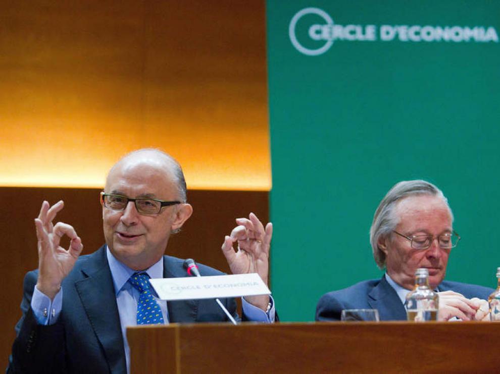 El ministro de Hacienda, Cristóbal Montoro, junto al presidente del Círculo de Economía, Josep Piqué