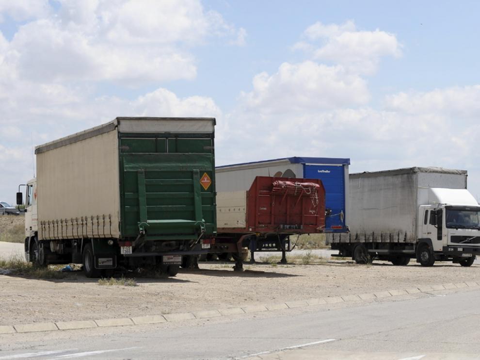 Varios camiones, aparcados en la Ciudad del Transporte de Zaragoza.