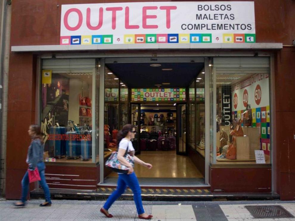 'Outlet bolsos, maletas y complementos', en Isaac Peral
