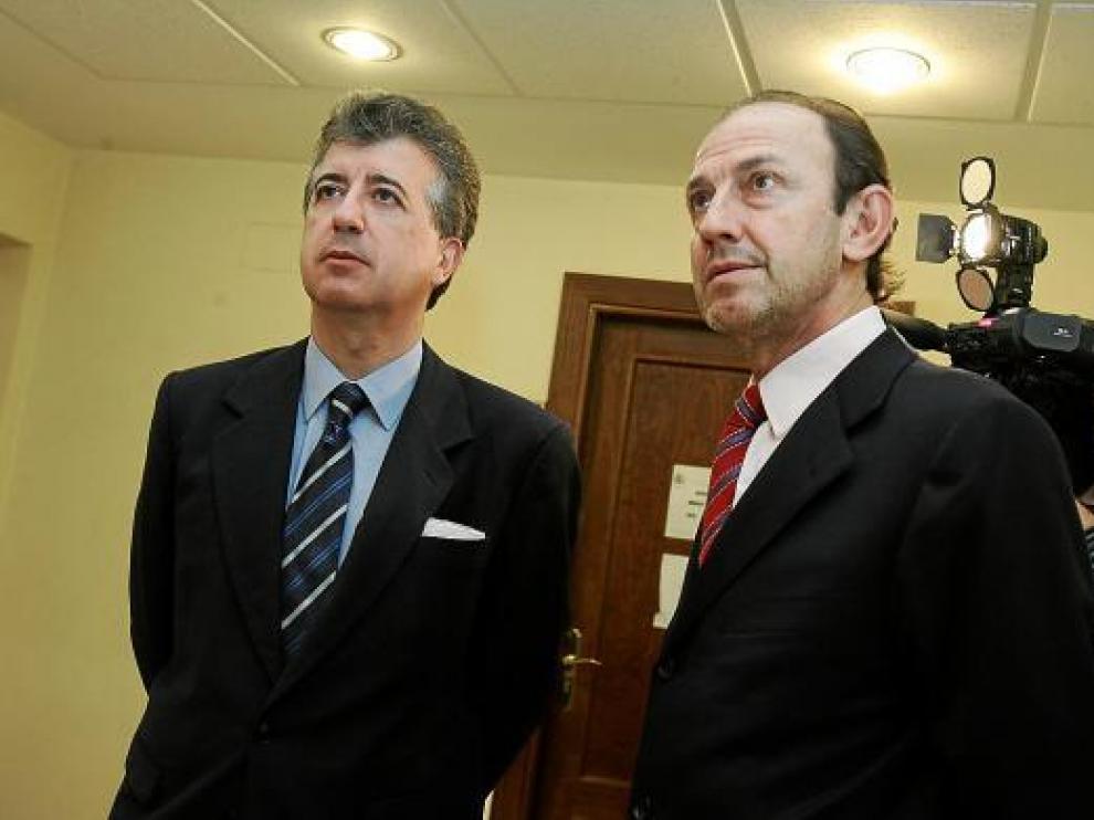 José Porta, a la izquierda durante el juicio por la explosión en las harineras