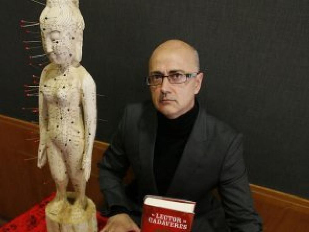 Antonio Garrido con su novela premiada