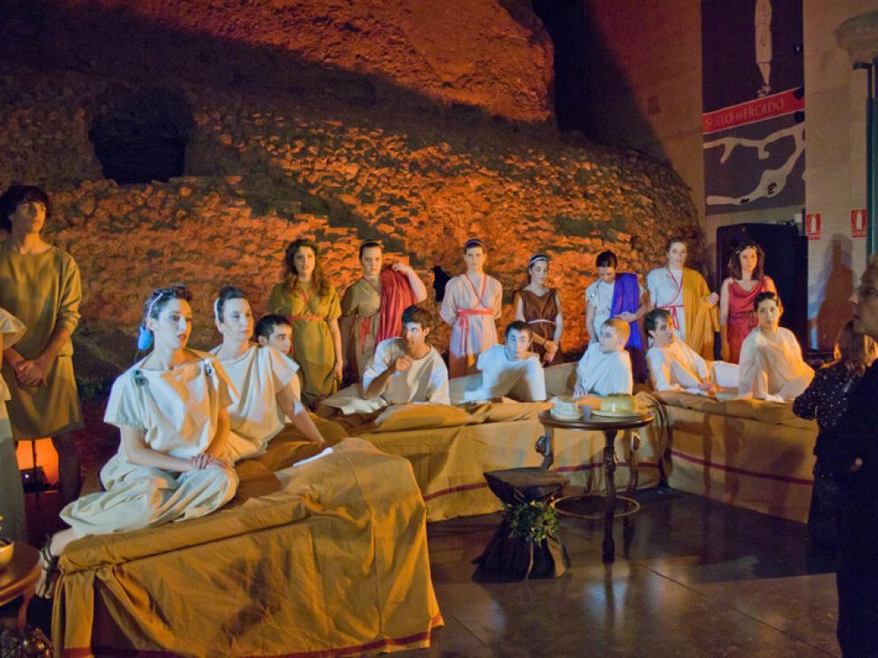 Los alumnos de la Escuela de Teatro, con la profesora Blanca Resano