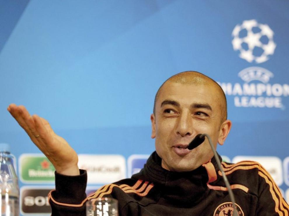 Roberto Di Matteo, entrenador del Chelsea, comparece antes del enfrentamiento ante el Bayern de Munich.