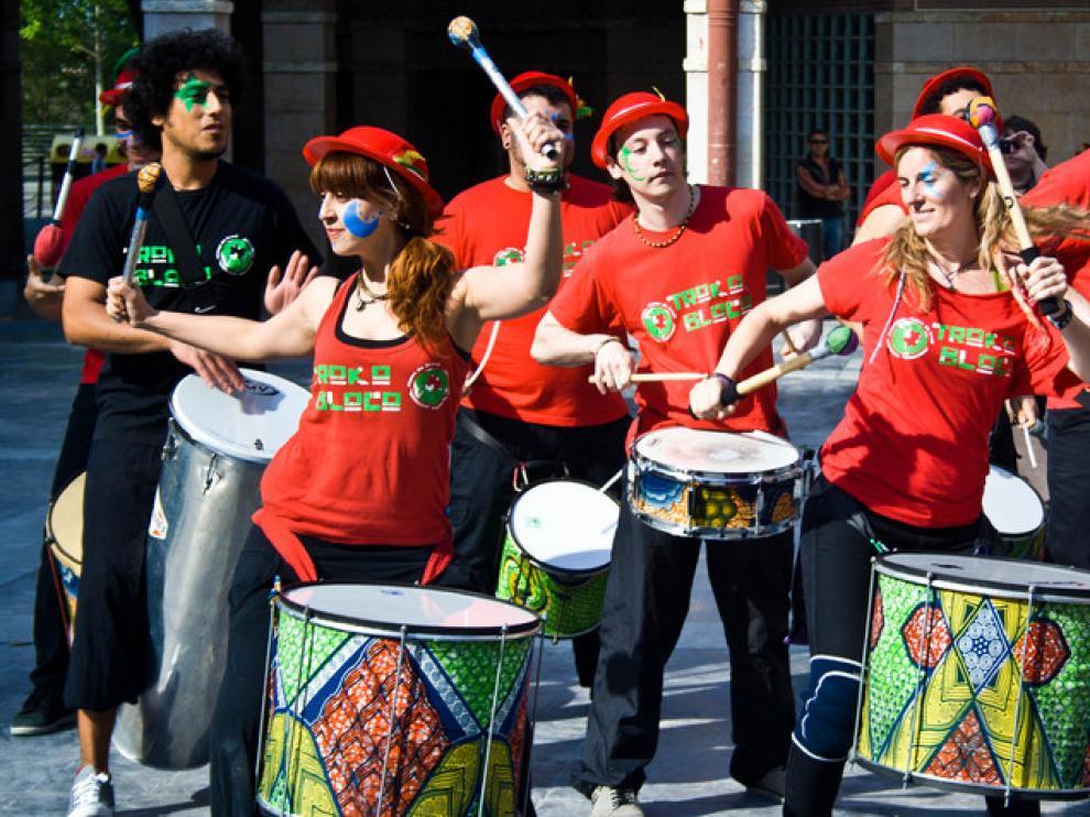 Teatro La Cosa y troupe circense de la Madalena.