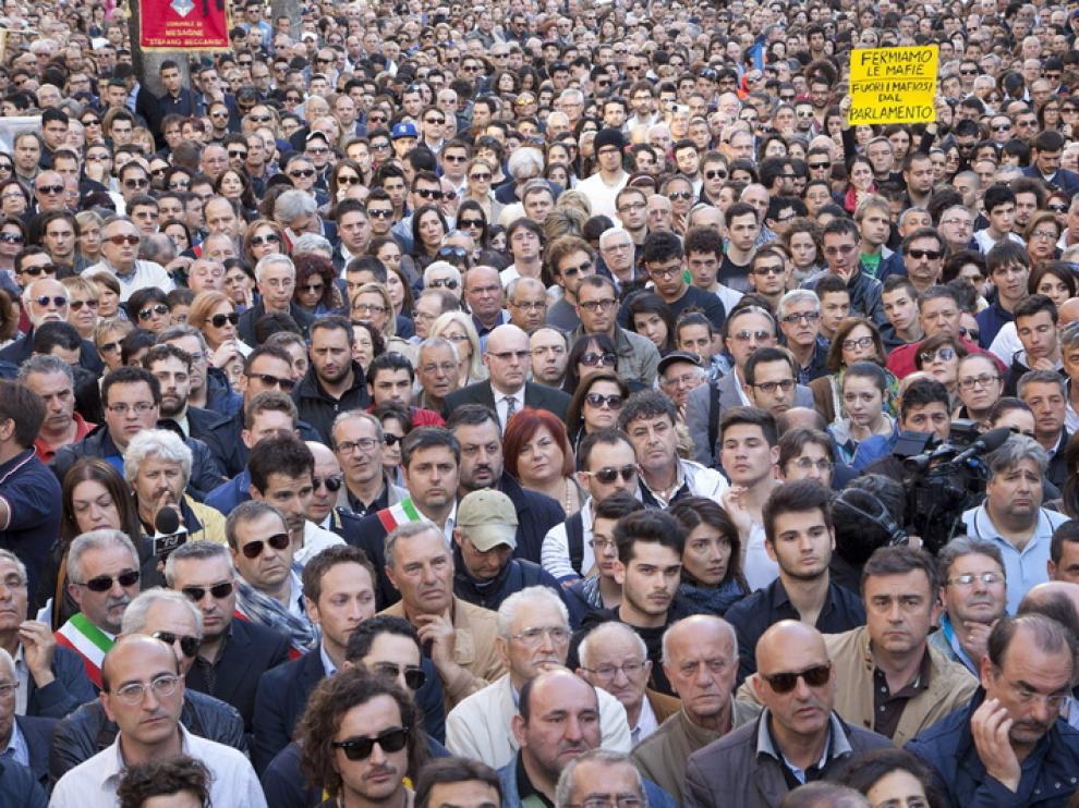Miles de personas mostraron en Brindisi su repulsa por el atentado