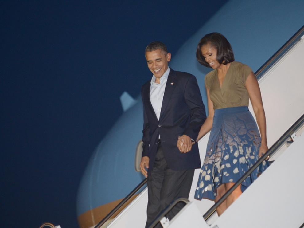 Obama y su mujer, al llegar a Chicago, donde se celebra la cumbre de la OTAN