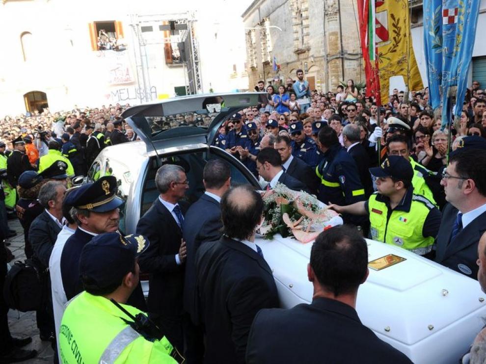 Funeral de la joven fallecida en el atentado