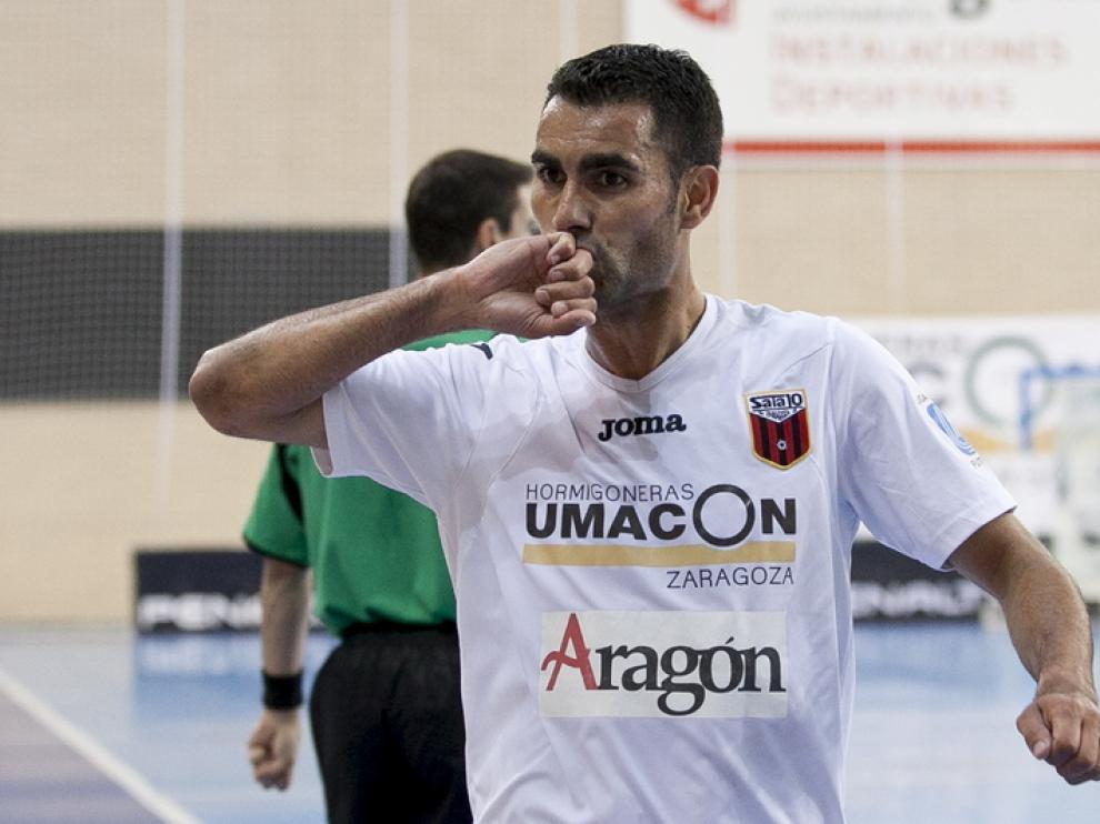 Joan Linares celebra su gol 600