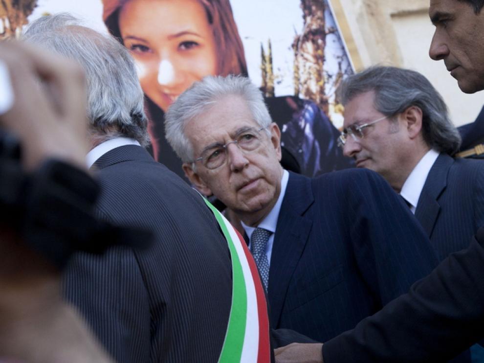 Monti en el funeral del atentado de Brindisi