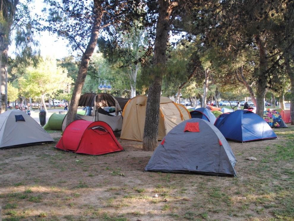 Una treintena de tiendas de campaña ocupan el campus