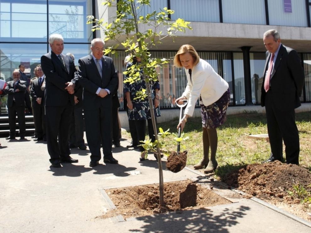 La presidenta de Aragón en la inauguración del IPE