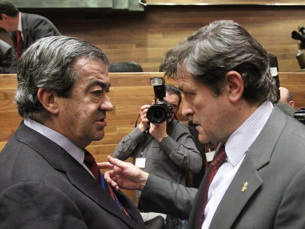 Álvarez Cascos (i) junto a Javier Fernánde,  nuevo presidente asturiano