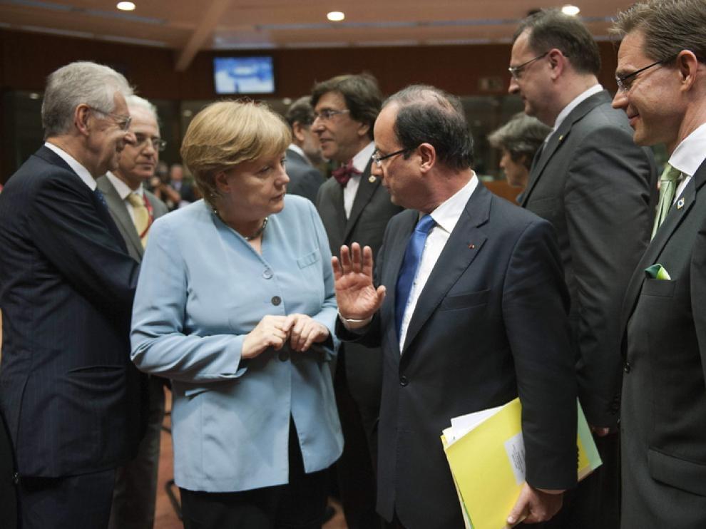 Hollande y Merkel escenifican su ruptura en torno a los eurobonos