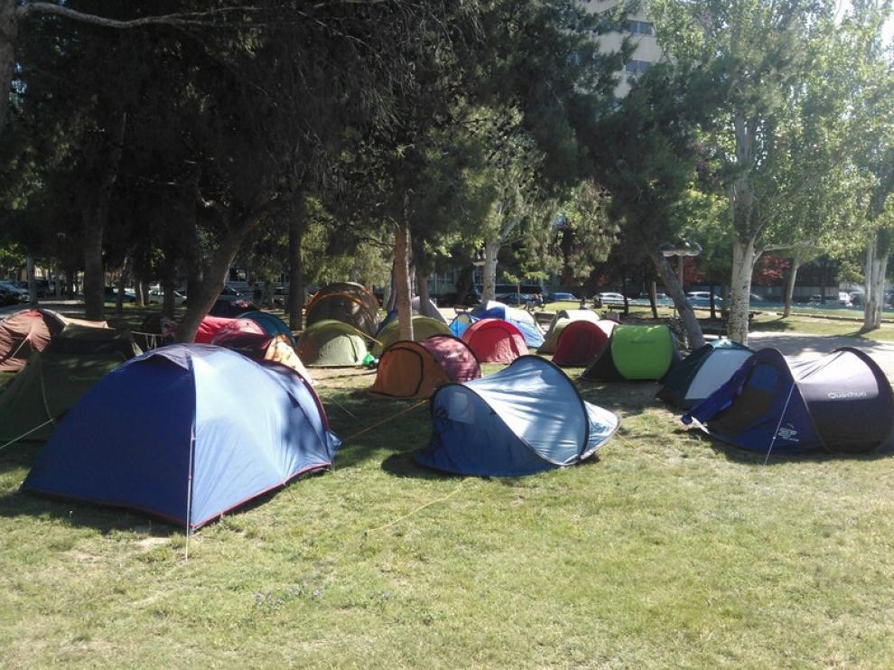 Un grupo de estudiantes ha acampado en la Universidad de Zaragoza