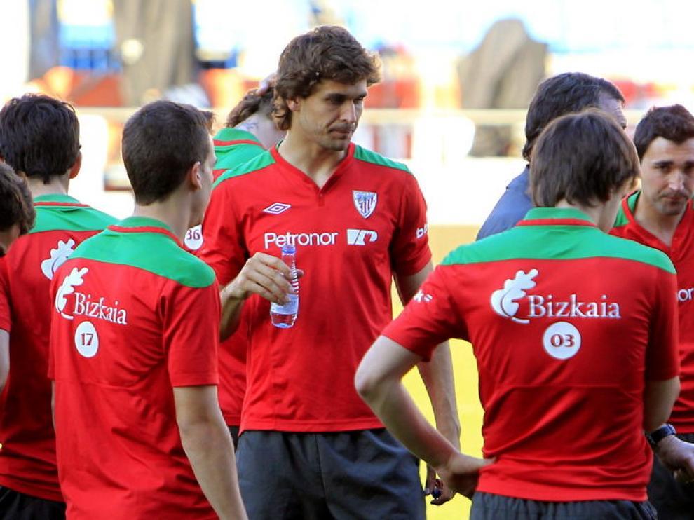Fernando Llorente con su equipo en la víspera de la final de la Copa del Rey.