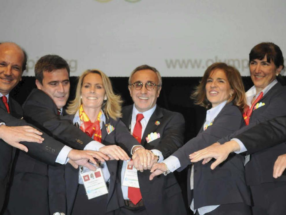 oto facilitada por el Ayuntamiento de Madrid de la delegación española celebrando el pase a la final de la candidatura