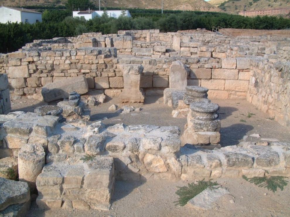 ¿Cuál fue el priemr asentamiento romano en lo que hoy es el territorio aragonés?