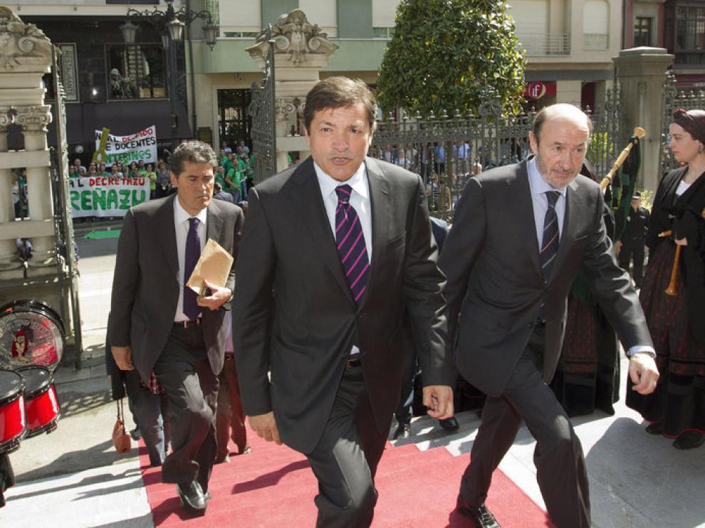 Rubalcaba, junto al nuevo presidente de Asturias