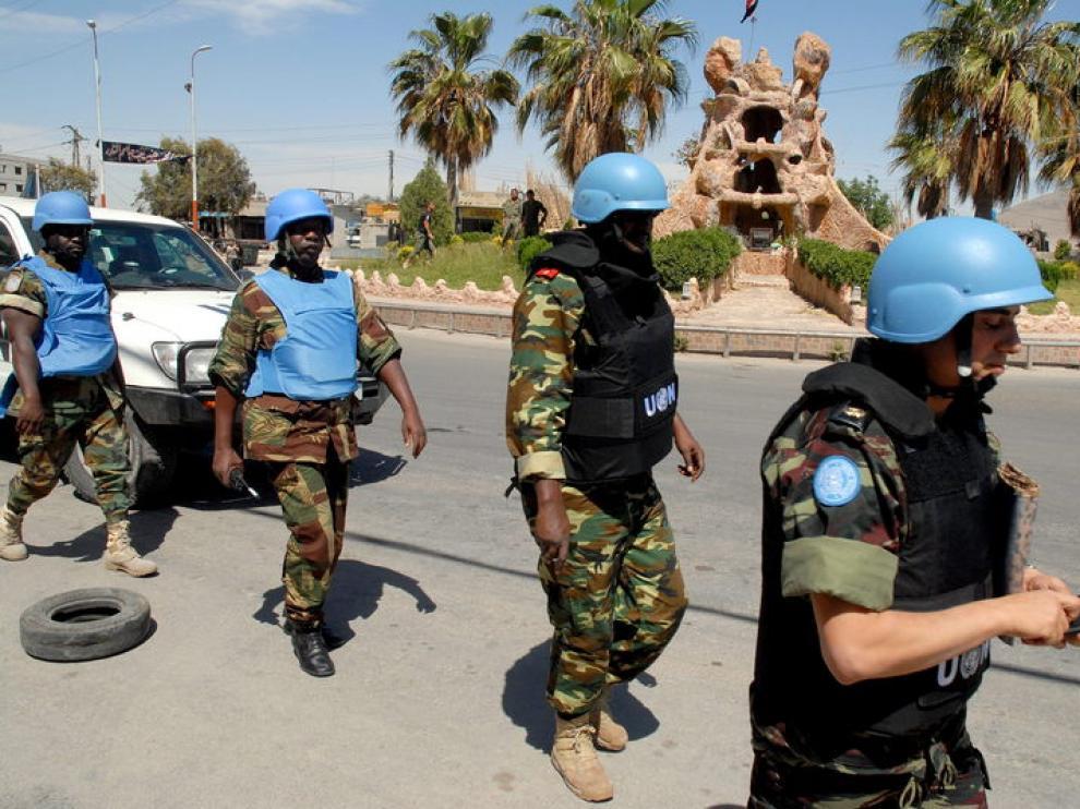 Los 'cascos azules' de la ONU supervisan el alto al fuego