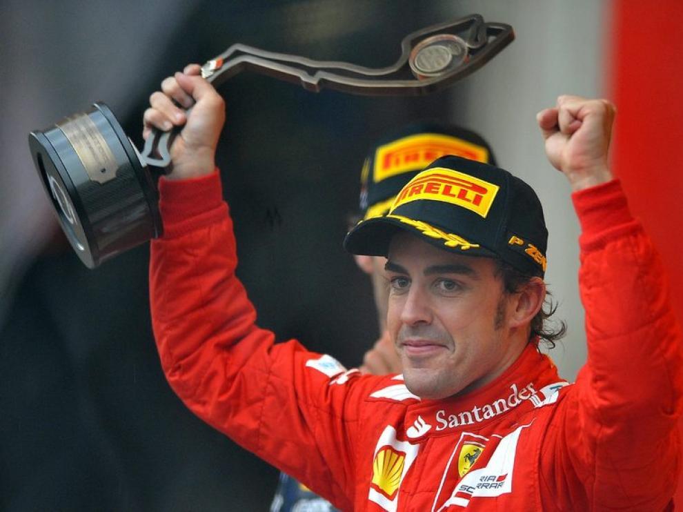 Alonso celebra su tercer puesto en Mónaco