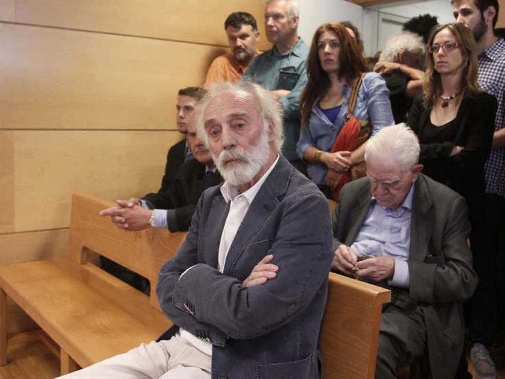 Javier Krahe, en el banquillo