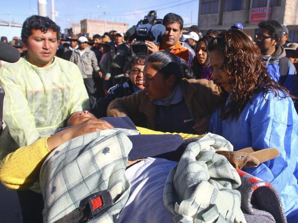 Evacúan a un herido tras los enfrentamientos