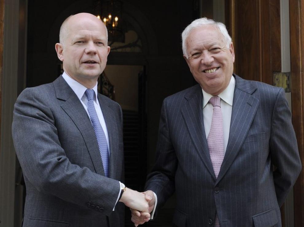 Margallo, con su colega de exteriores británico