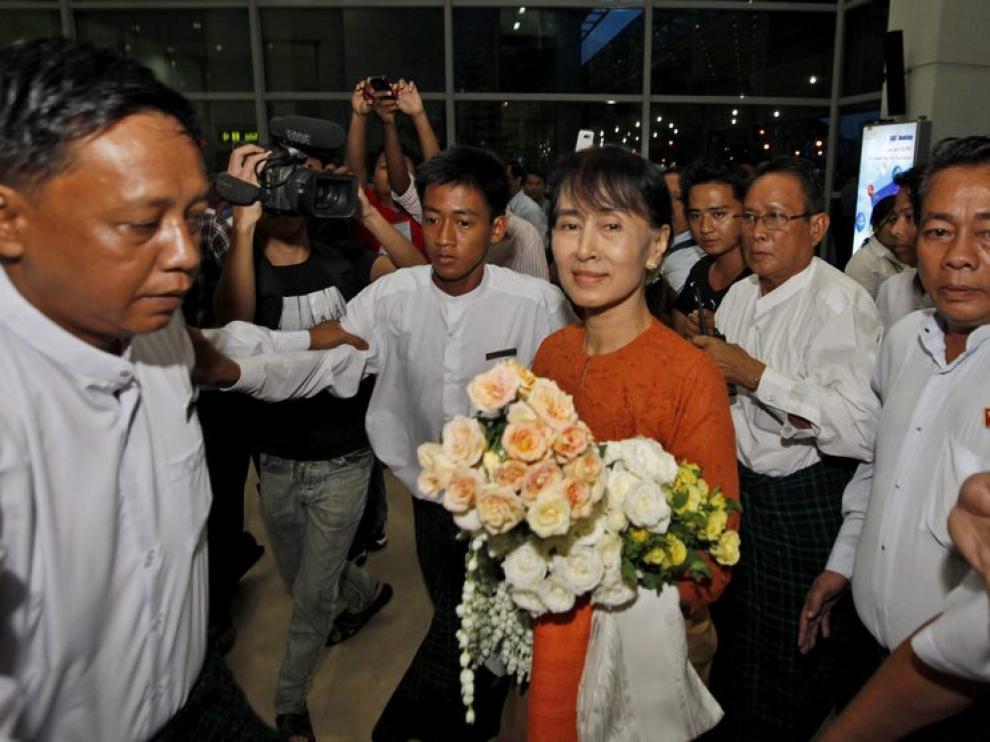 Suu Kyi en su llegada a Bangkok