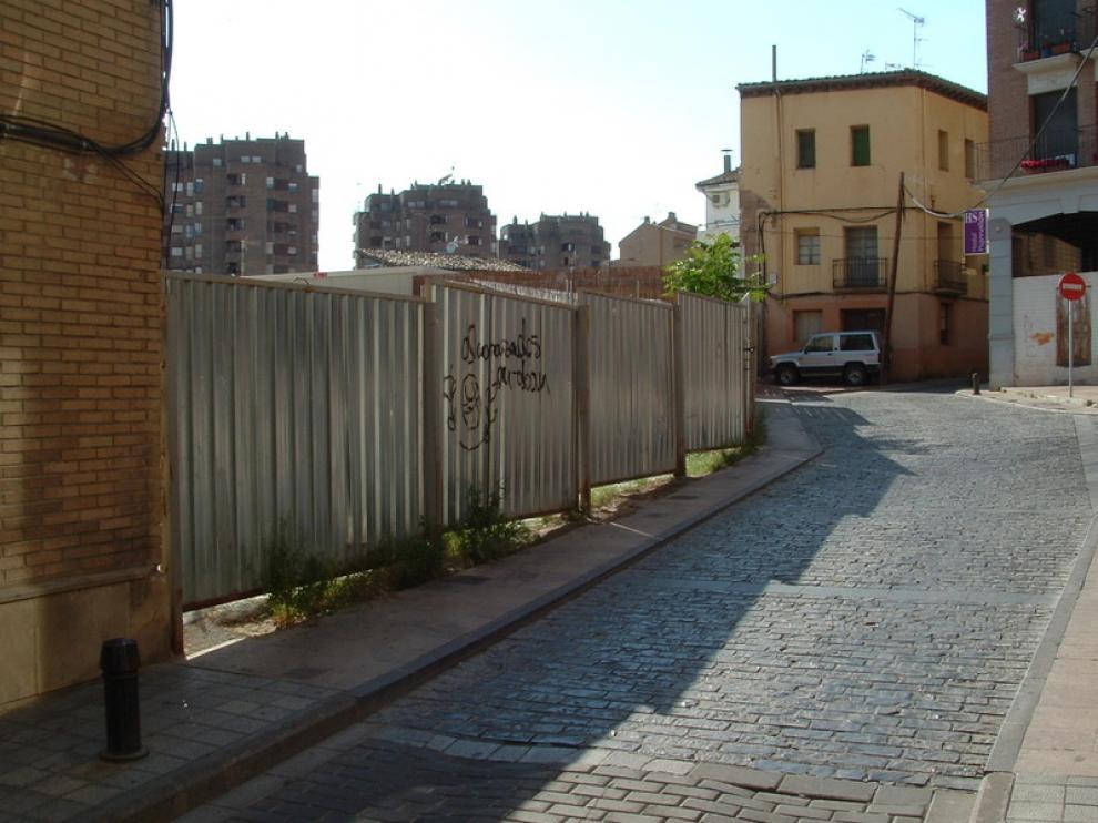 Solar de la calle de Pedro IV donde se encuentran los restos de la antigua iglesia de La Malena