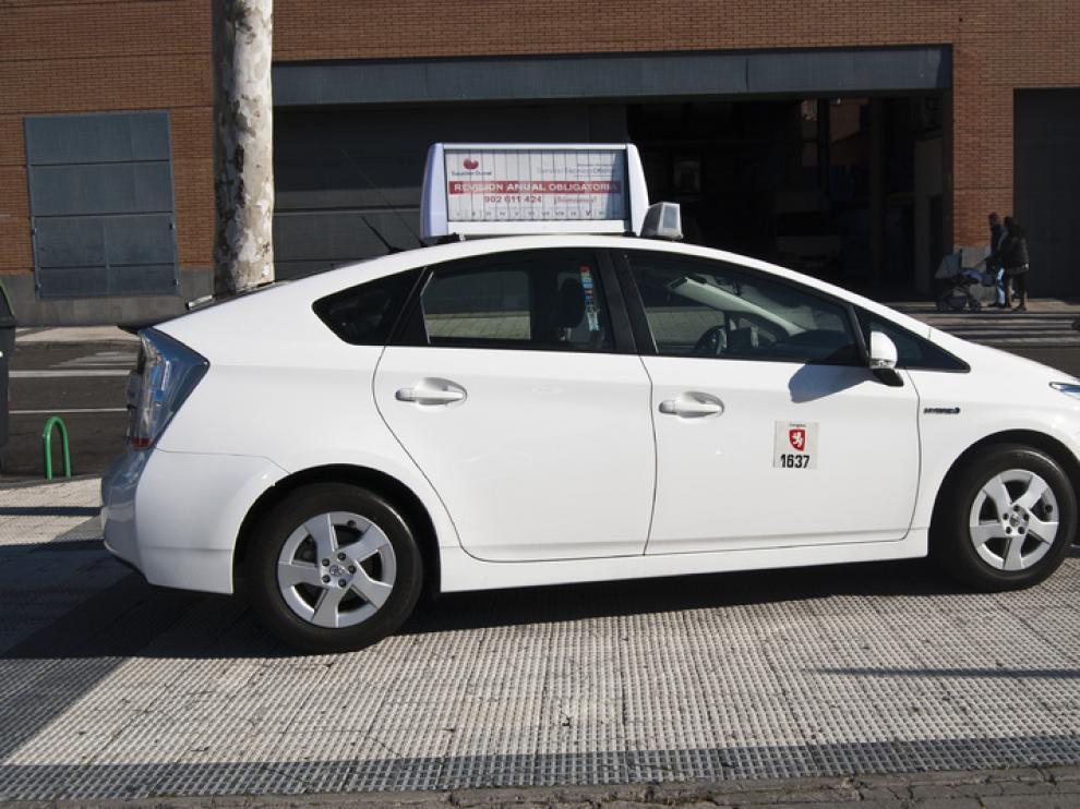 Un taxi con el nuevo soporte publicitario