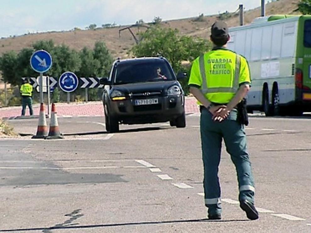 Tráfico pide a los conductores que elijan las autovías sobre las carreteras secundarias
