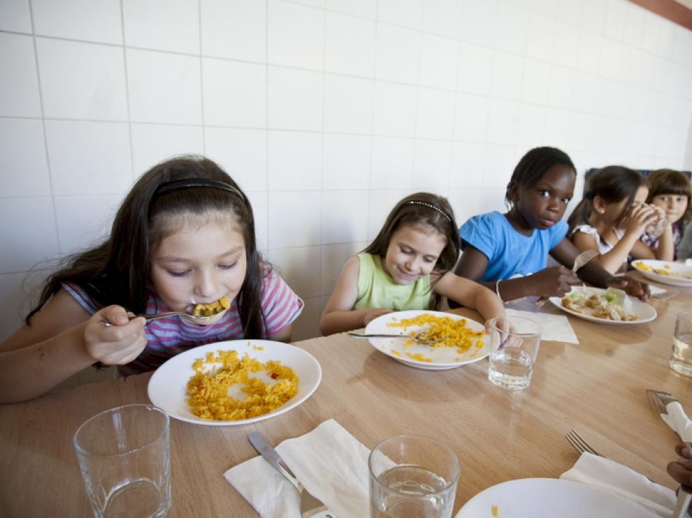 Varios niños, en un comedor zaragozano