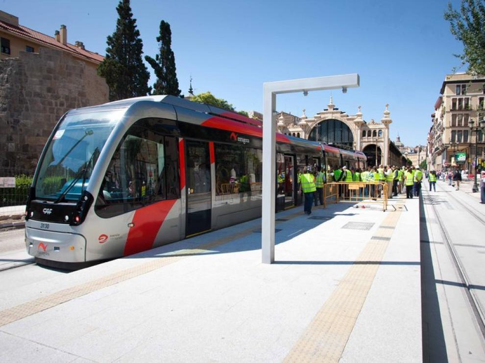 El tranvía de Zaragoza cruzó el Ebro por primera vez este jueves