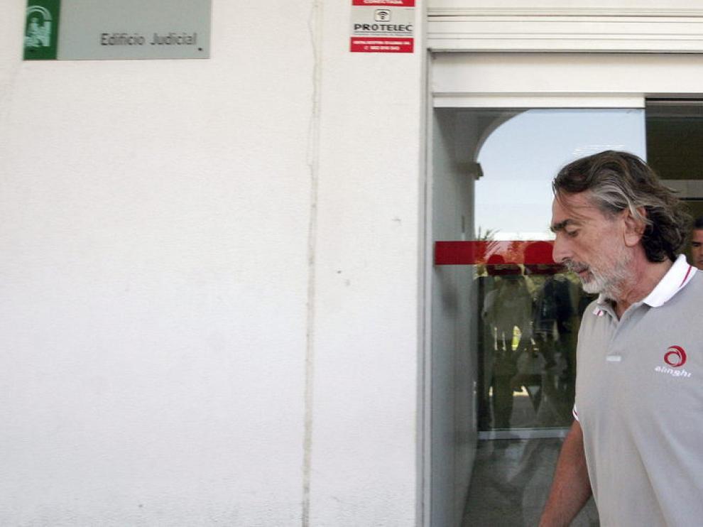 Correa saliendo del juzgado