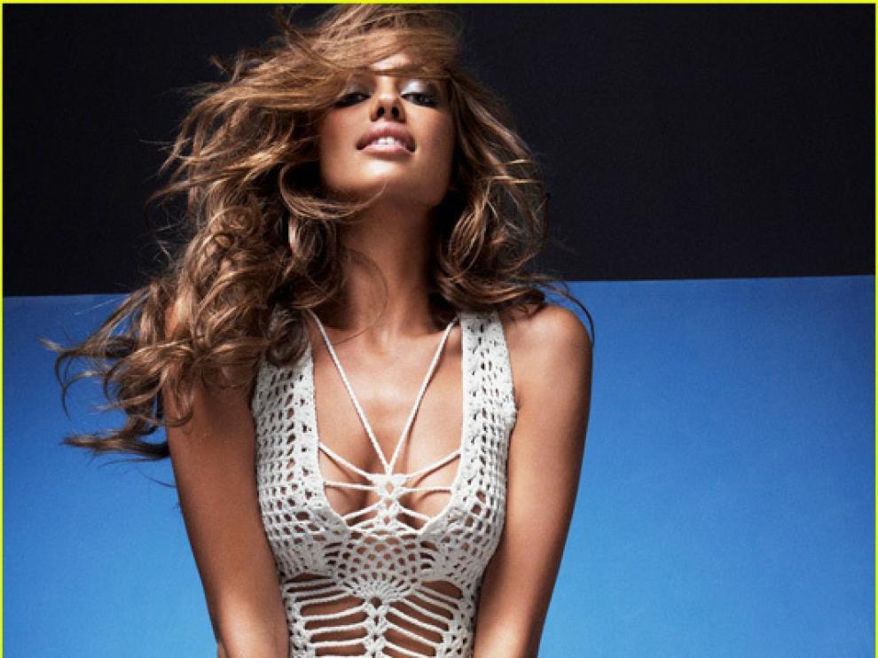 La modelo Irina Shayk posando para una conocida revista masculina