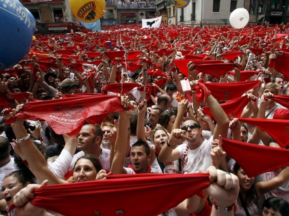 El tradicional chupinazo ha inaugurado este viernes las Fiestas de San Fermín en Pamplona