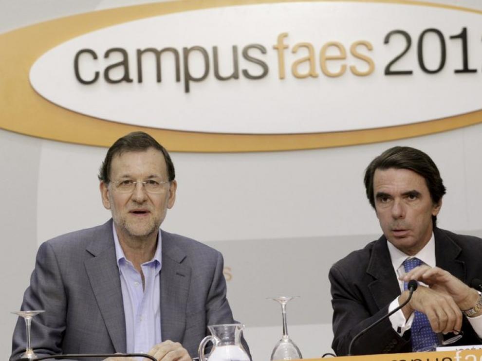 Rajoy, junto a José María Aznar, en la clausura del campus de la FAES