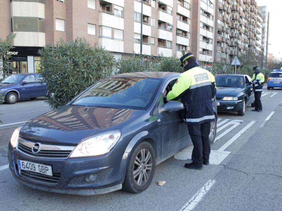 La Policía Local realiza un control de alcoholemia en Zaragoza