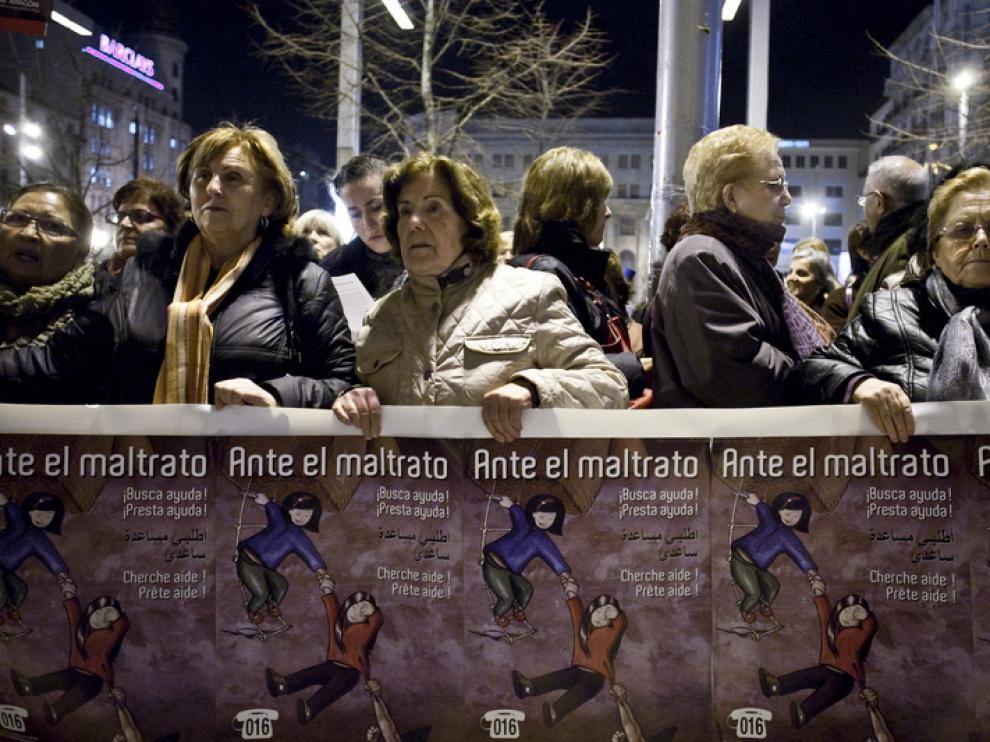 Protesta contra la violencia machista en el centro de Zaragoza.